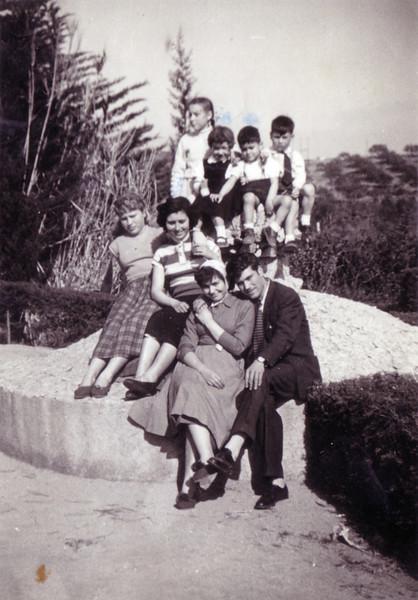 Carmen y Julio en Arenys de Munt, donde Carmen estaba interna en un colegio de monjas
