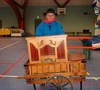 My uncle Rene playing music (Fete des tracteurs a Vigneulles, 2007)
