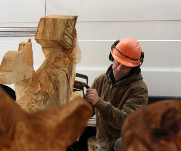 My brother Luc & his art (sculptures with chainsaw)