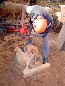 Smaller chainsaw for details Une tronçonneuse un peu plus petite pour travailler sur les détails