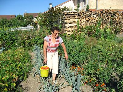 Maman dans son jardin