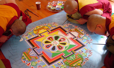 Mandala. Pour en savoir plus: http://fr.wikipedia.org/wiki/Mandala (francais) http://en.wikipedia.org/wiki/Mandala (English)