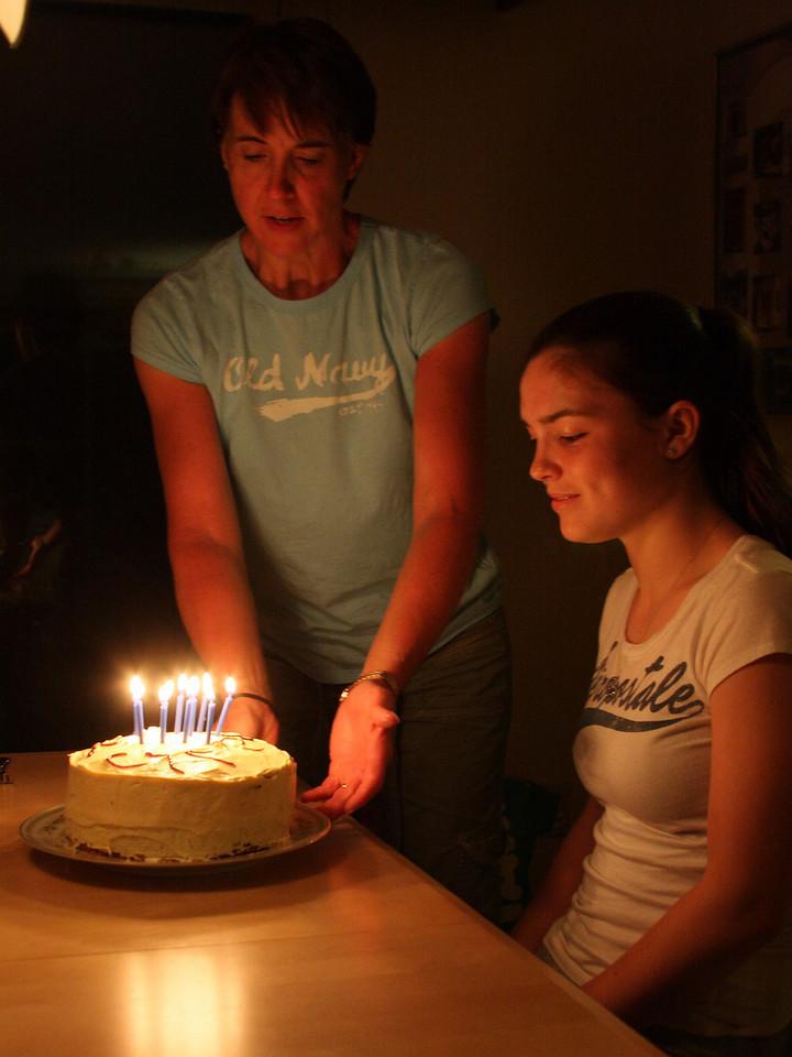 IMG4_10020 Maggie, Kristin birthday cake dpptrm