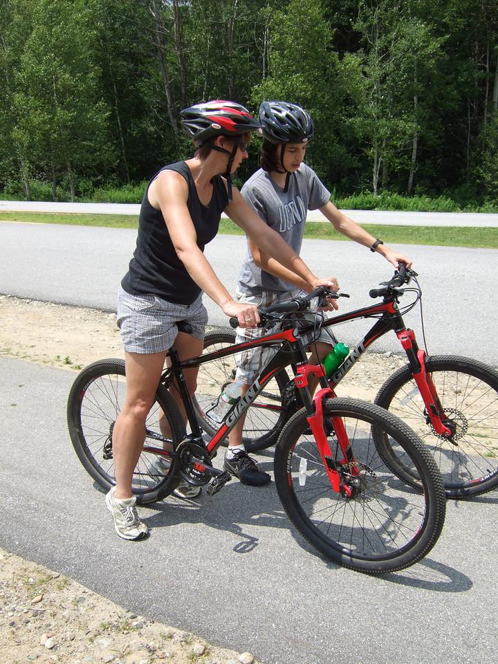 DSCF9181 Ian showing Maggie mountain bike shifts
