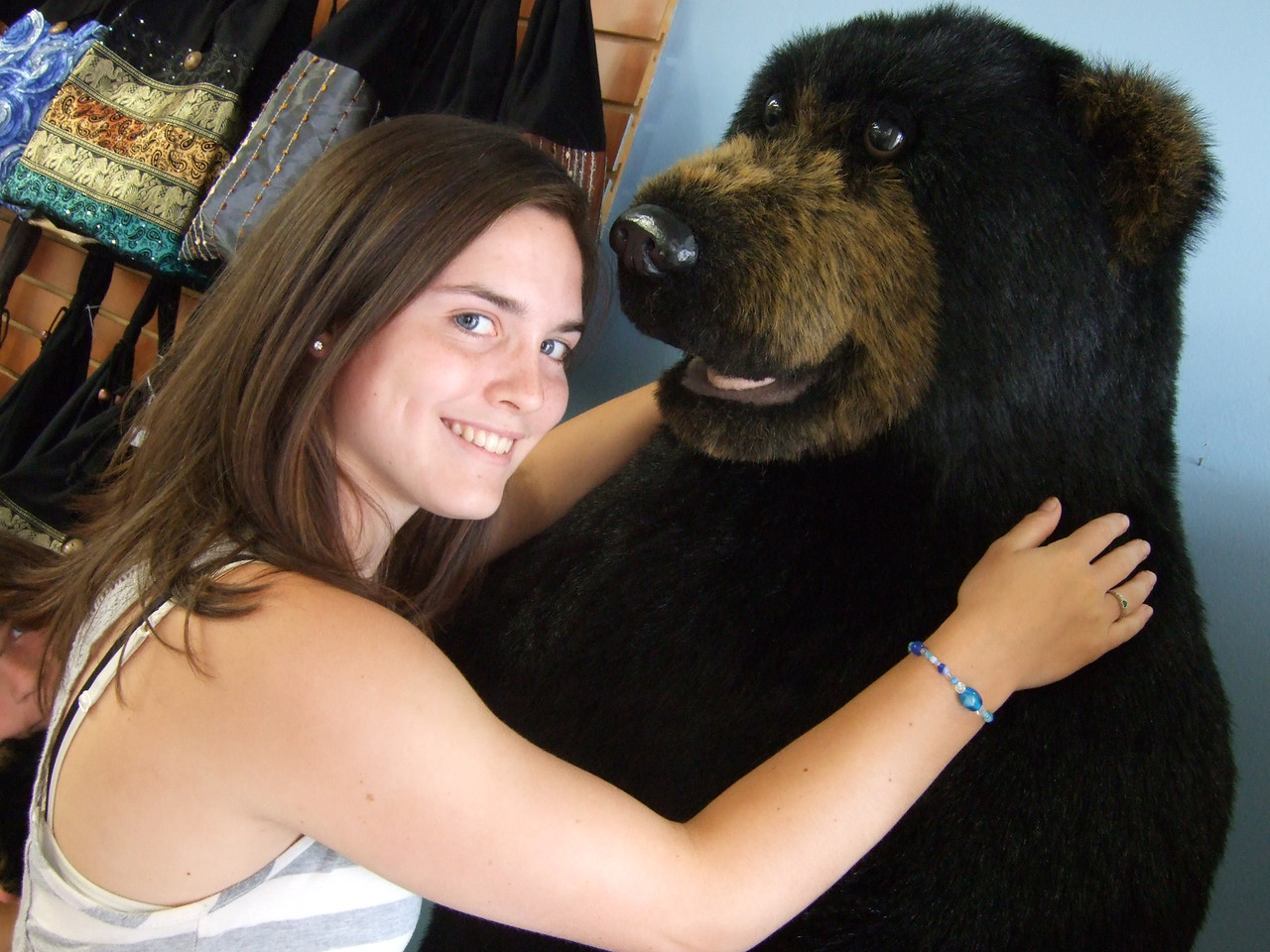 DSCF9279 Kristin and bear