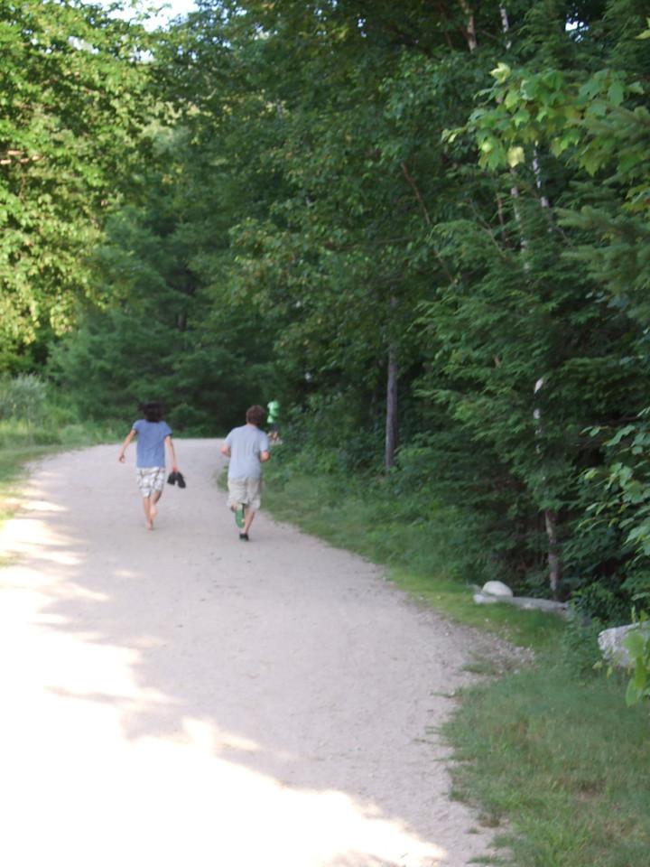DSCF9297 Ian, Jon walking