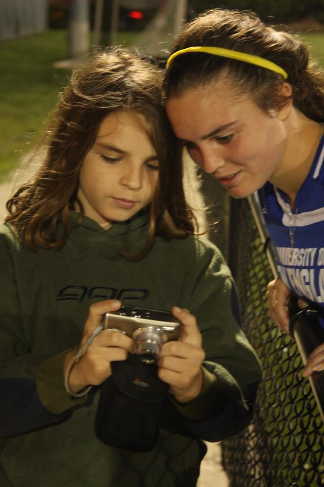 IMG4_31566 Brian showing Kristin his photos