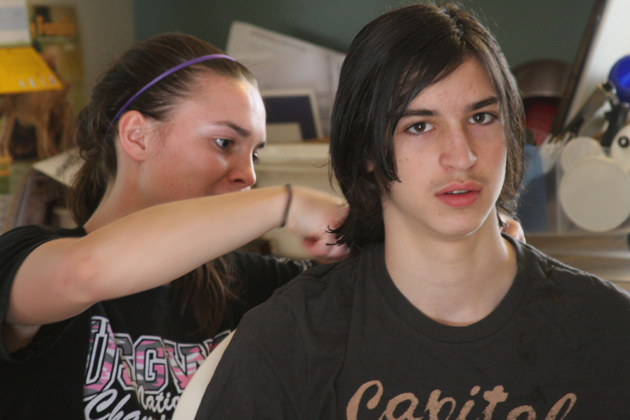 IMG4_25671 Kristin cutting Ian's hair