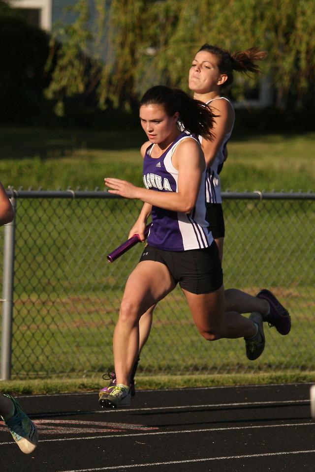 IMG4_26842 Kristin, Liz track 4x100m relay
