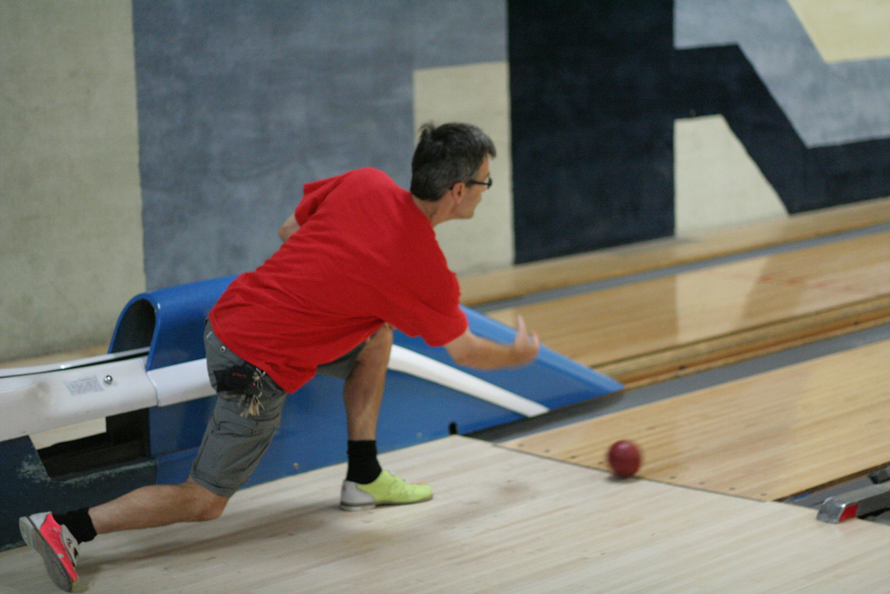 IMG_10069 Joe bowling by ian