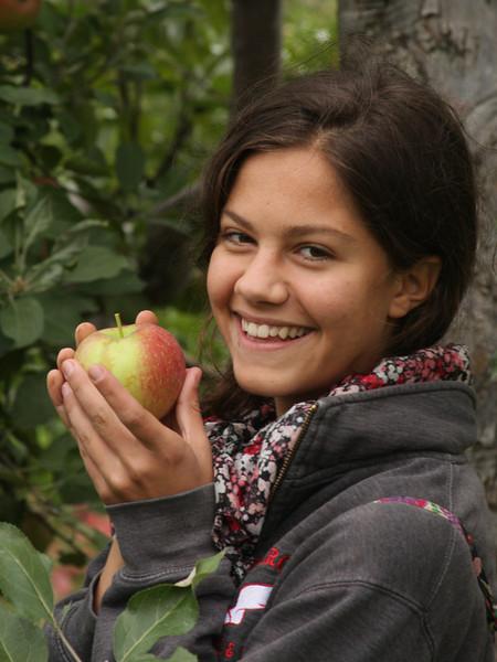 IMG4_40958 Lilah apple trm