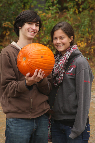 IMG4_40928 Ian, Lilah, pumpkin