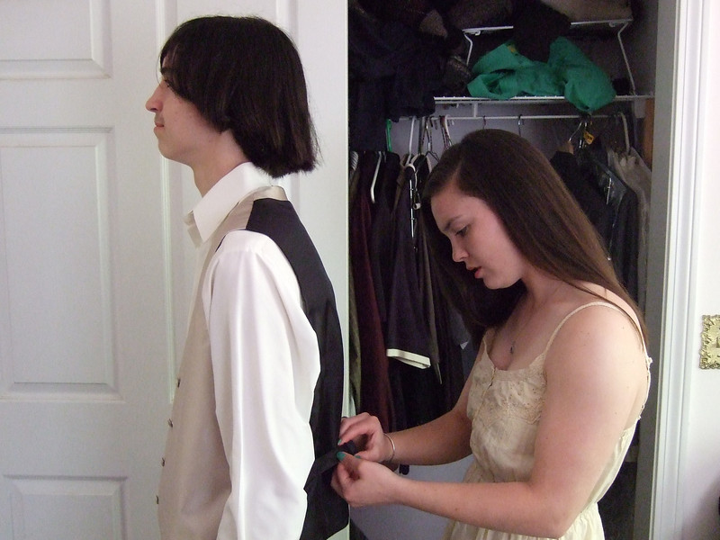 DSCF0130 Ian, Kristin Jr Prom prep