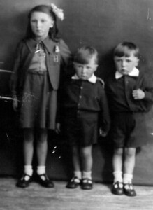 TPG -04: Barbara Gorman aged 9 and brothers Kenneth Gorman aged 5 and Trevor Groman aged 6