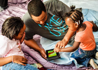 Payton helps daddy and Kenya with the tablet
