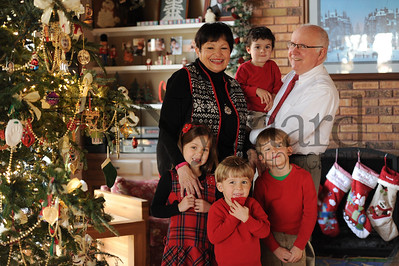 12-25-15 Tom & Marilyn Edwards with grandchildren-6