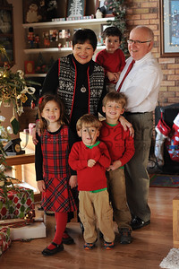 12-25-15 Tom & Marilyn Edwards with grandchildren-5