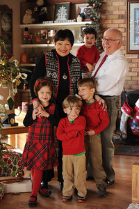 12-25-15 Tom & Marilyn Edwards with grandchildren-3