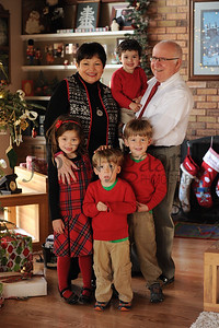 12-25-15 Tom & Marilyn Edwards with grandchildren-2