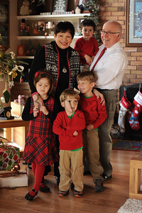 12-25-15 Tom & Marilyn Edwards with grandchildren-4