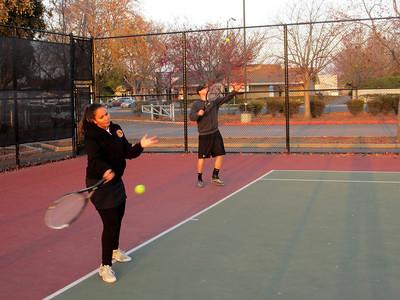 Tennis - Anna Kyle Lorin Lonny 12-28-11 013