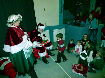 Bear's Preschool Christmas Show 4