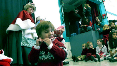 Bear's Preschool Christmas Show 10