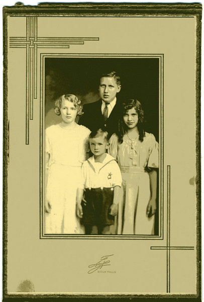 Shotwell children. Immogene, Titus John (in front), Sallie, and George (in back)