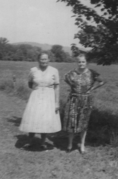 Bessie Green and Mary (Cox) Phipps