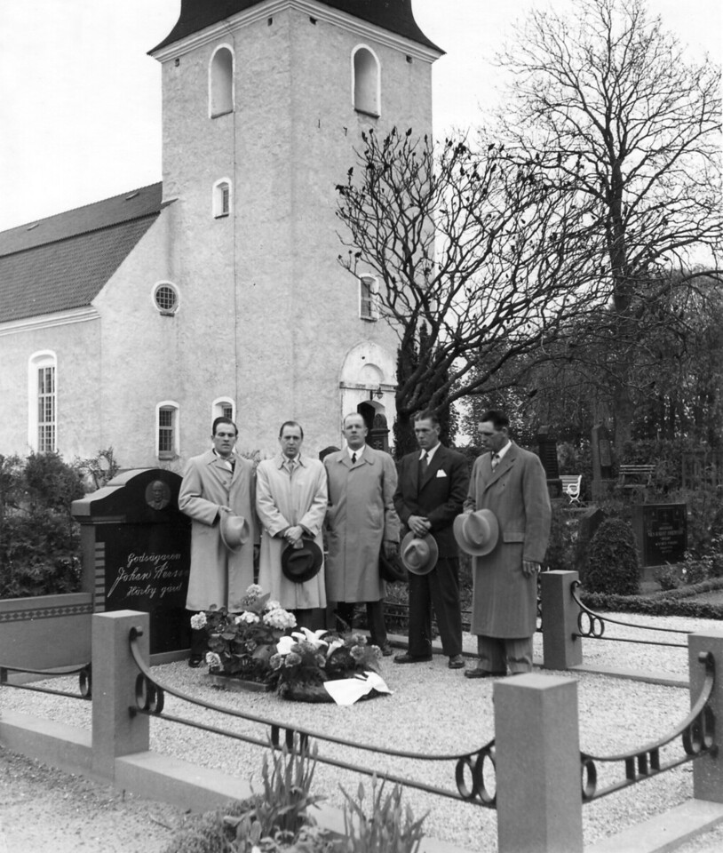 Five Brothers at Johan Persson's Grave