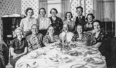 Olle  Jonsson - 1. Vera, Mildred, Anna, Valborg, Gunnar, Mary-Ellen, Rut, Allan, Hildur, Arvid, Hilma, Ingeborg.jpg