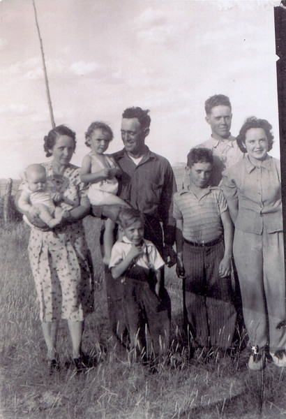 Evelyn holding Melvin, Loy holding Delores, Clifford<br /> Gary in front of GGreen, Sonny, Betty