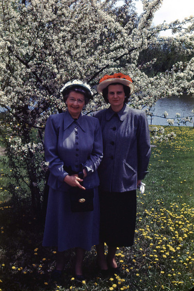 Alta & Jean - May 1949<br /> Ojibway Island - Saginaw, Michigan