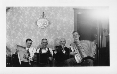 Music Men  -  Teddy Tabisz (Peter's nephew) on washboard, Peter Tabisz on squeeze box , Phil Ronczkowski, Phil Ronczkowski Jr on accordian (at Peter's house on Trumbull, Chicago IL)