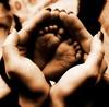 FM-2014-0467b-orton Jonah's feet Aubrey hand
