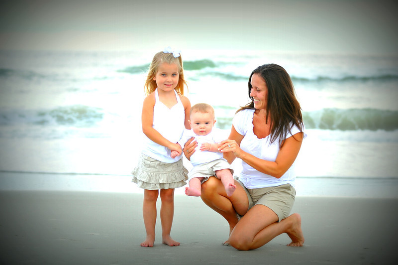 Bryce Lafoon photography photographs a family on vacation at Oak Island, North Carolina.