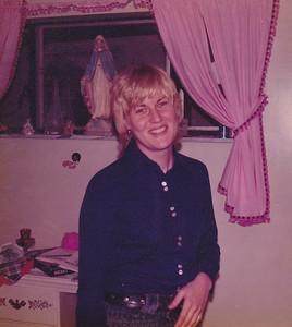 Carolyn in Georgeanna's room Nov 1972