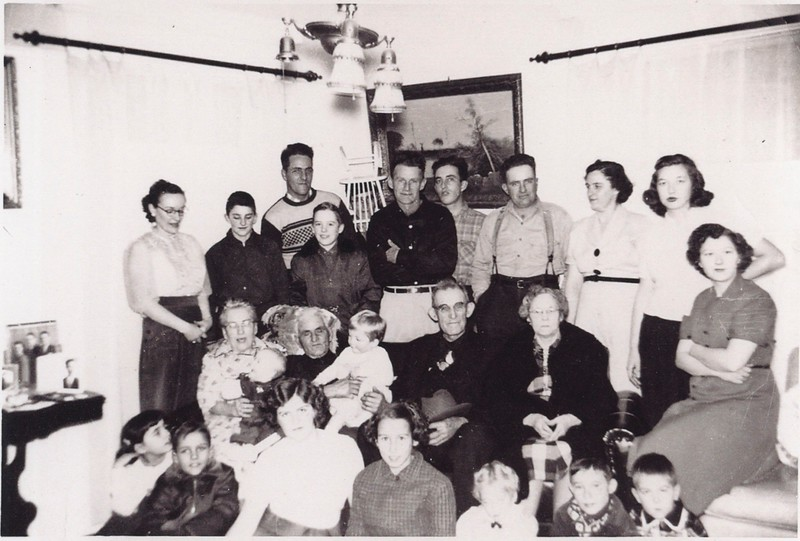 Back:  Margie, Pete, Harold, Charlie, Roland, David, Russell, Thelma, Muriel, Peggy, <br /> Middle:  Gram&Gramp Grant, ?, Uncle Winn, Aunt Grace, <br /> Front:  ?, Buddy, Nancy, Kathy, ?, ?, Lee