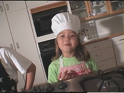 Two Kid Chefs - Tie-Dye Pancakes Outtakes!!