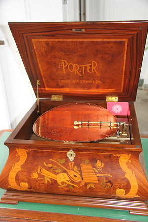 Porter Music Box with metal disk