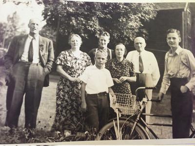 Howard Naeseth and family