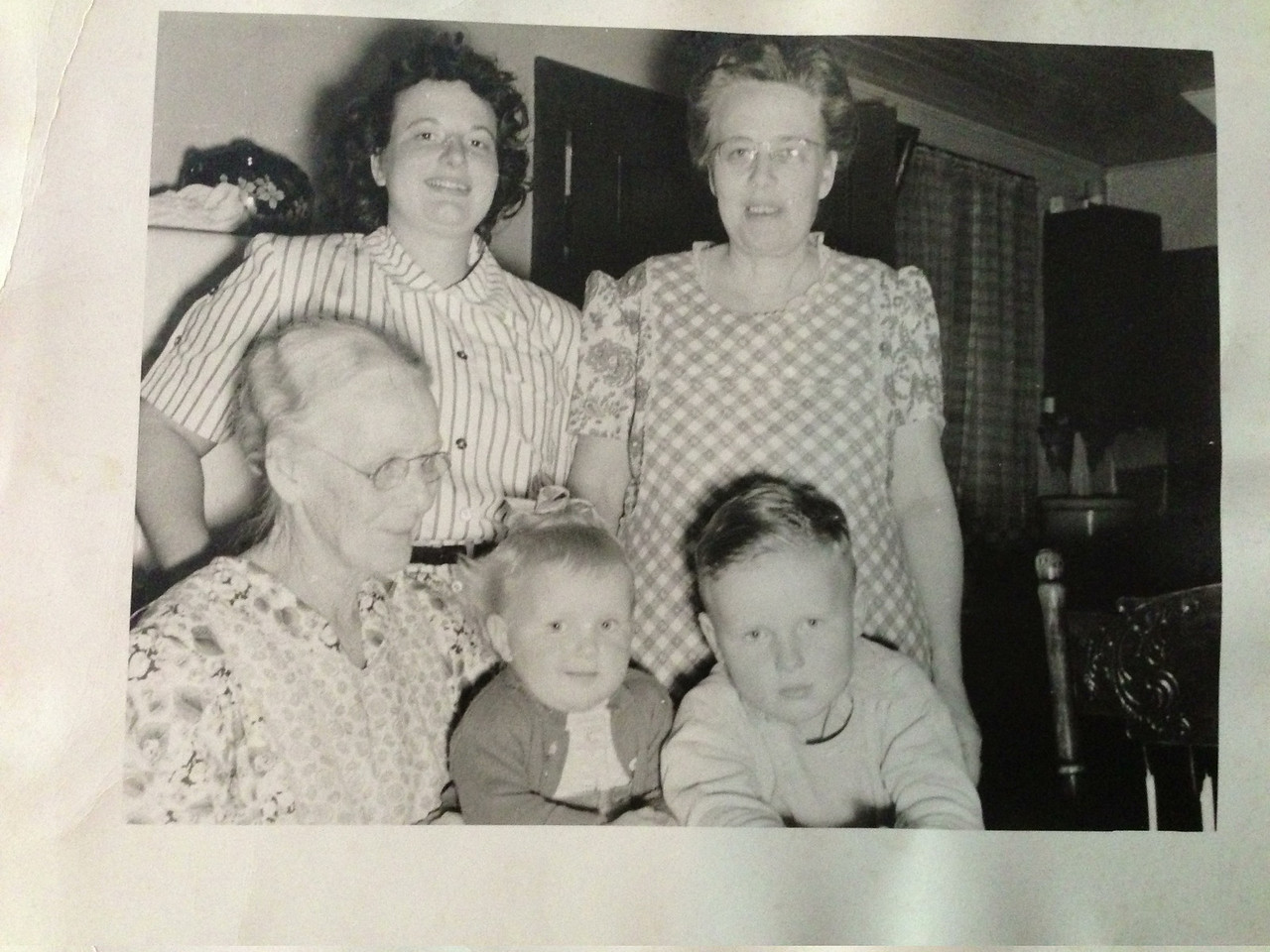 Connie (Howard's 1st cousin), Marie Walsvik (Hattie's sister), Alma Walsvik (Hattie's sister), and Connie's children