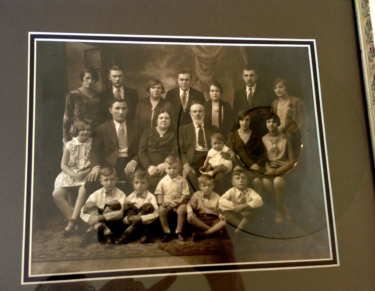 Diane Diskin's extended family. Top to Bottom, Left to Right: **Top Row** * Minnie (wife of Al - my maternal (Lena) grandmother's brother) * Moe Last (Lena's brother; my great Uncle) * Gussie (Last) Sherman, Lena's sister * Ben Last, Lena's brother * Sylvia, Lena's youngest sister.  Grandma Diane's aunt but they were close in age and more like sisters. * Al Eder (married Henrietta) * Henrietta (Last) Eder, Lena's sister **Middle Row** * Helen (Sherman) Harris, Gussie's daughter * My Grandpa Small (found out at age 11 he was my step Grandfather as Israel Kurtz died when Grandma was 2) * Mollie Last (my great-grandmother) * Simon Last (my great-grandfather - see next picture) holding Minnie's baby * My grandmother - Lena (Last) Small * Grandman Diane **Bottom Row** * My uncle Robert (Diane's brother) * My uncle Ken (Diane's brother) * Warren (Buddy) Eder - Henrietta's son * Marvin - Gussie's son * Herb Eder - Henrietta's son