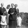 Helge, Stina, Thyra, Fredrika, Hanna, vän till Fredrika, och hennes dotter