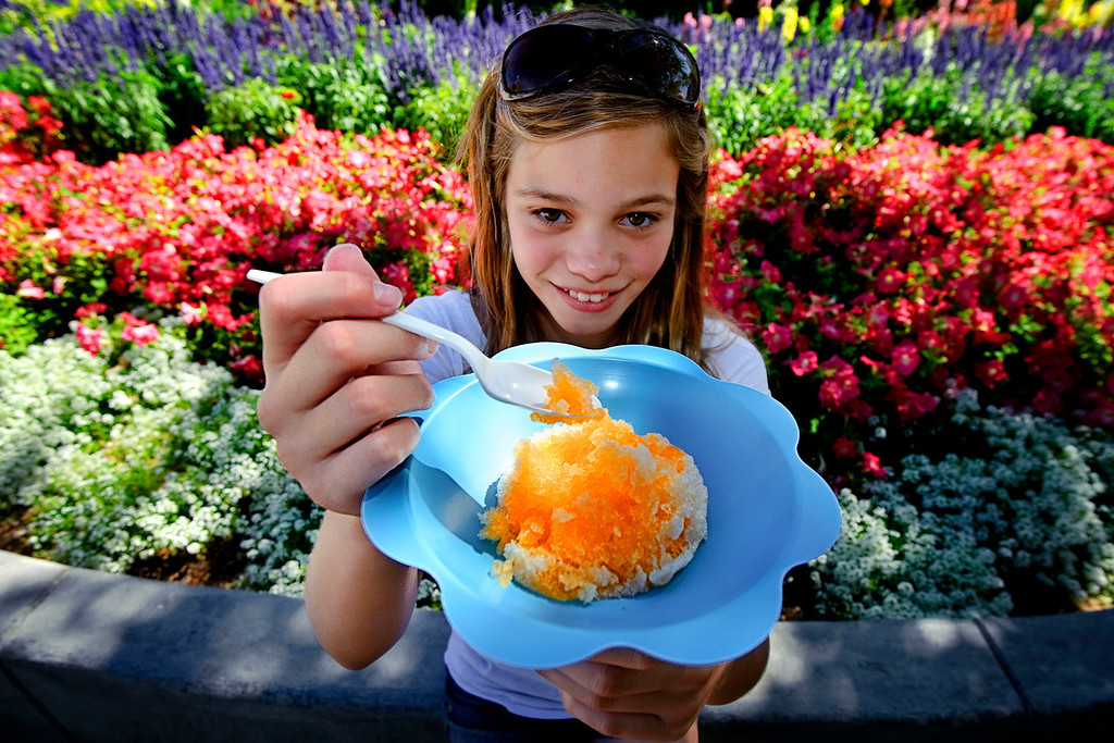 Cepillao (Ice cone)<br /> <br /> When temperature rises above the 80s, is time to enjoy some shaved ice with sweet juices!!! This one at Spokane downtown ...
