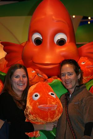 My Nieces, Anne & Lauren Flinn at Atlanta Aquarium 11-08