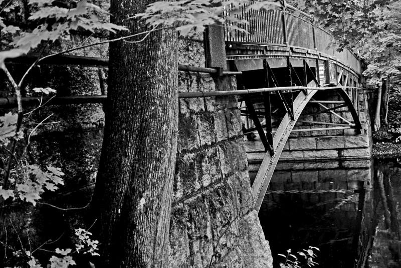 Elm Bank bridge South Natick<br /> <br /> <br /> Sony A200 with SAL1870 kit lens