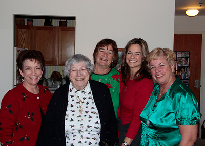 Cousins gather Dec 2012 Susie, Bea, Judi, Stephanie, Carol