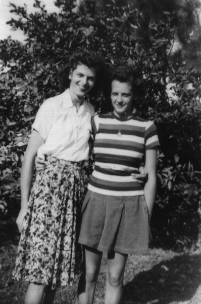 Liz & Kay '44