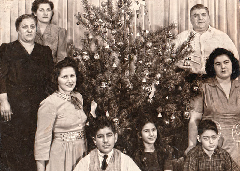From top left to right:  Nancy, Grandma Monsipapa (Catherine Maddi), skip the next girl, then my dad Frank, Frances, skip the boy, Beatrice, Grandpa Monsipapa (Frank).  <br /> <br /> Grandpa's parents were Rocco Monsipapa and Grazia Messina.  Grandpa's brothers and sisters are:  Victoria, Joseph, Rose, Mammie, Angelina, Sam, Rosario